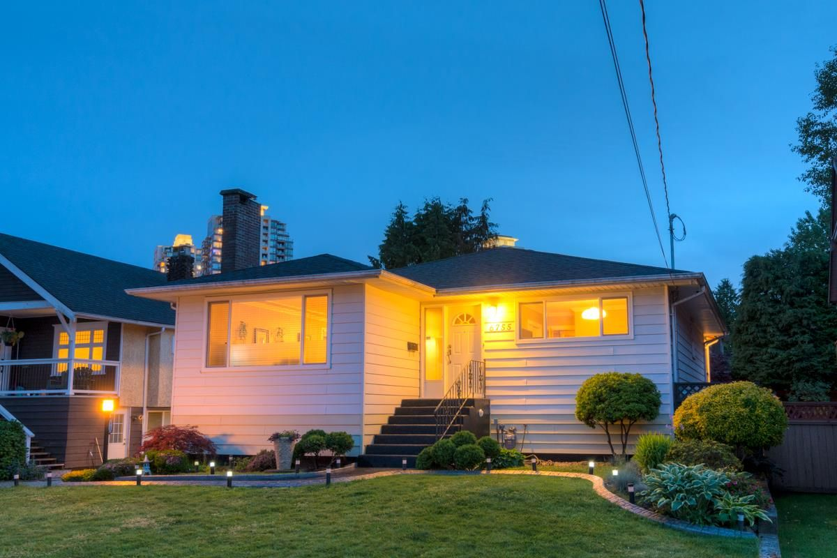 Main Photo: 6755 LINDEN Avenue in Burnaby: Highgate House for sale (Burnaby South)  : MLS®# R2068512
