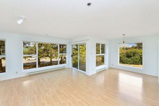 Photo 1: 207 3009 Brittany Dr in : Co Triangle Condo for sale (Colwood)  : MLS®# 877239