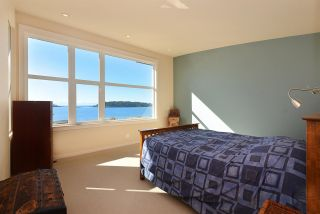 Photo 13: 5370 WAKEFIELD BEACH LANE in Sechelt: Sechelt District Townhouse for sale (Sunshine Coast)  : MLS®# R2409390