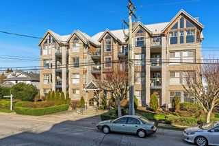 "Photo 1: 407 20237 54 Avenue in Langley: Langley City Condo for sale in ""THE AVANTE"" : MLS®# R2439394"