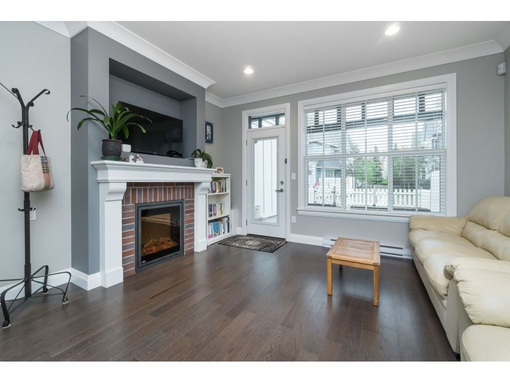 """Photo 8: Photos: 4 45526 TAMIHI Way in Sardis: Vedder S Watson-Promontory Townhouse for sale in """"BRIXTON STATION PHASE 2"""" : MLS®# R2459352"""