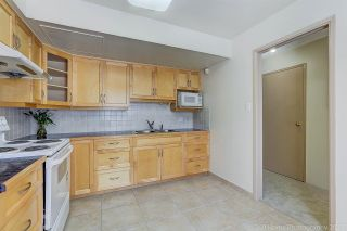 """Photo 11: 3475 WEYMOOR Place in Vancouver: Champlain Heights Townhouse for sale in """"MOORPARK"""" (Vancouver East)  : MLS®# R2221889"""
