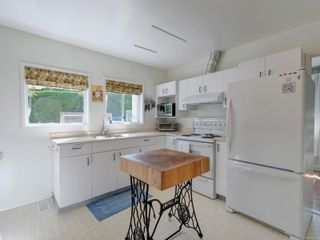 Photo 9: 1104 Glenora Pl in : SE Maplewood House for sale (Saanich East)  : MLS®# 882585