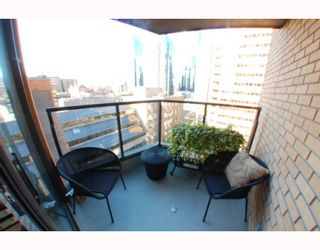 """Photo 9: 1102 1189 HOWE Street in Vancouver: Downtown VW Condo for sale in """"THE GENESIS"""" (Vancouver West)  : MLS®# V779458"""