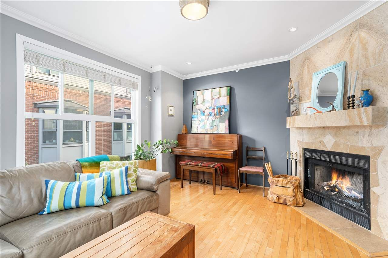"""Main Photo: 4 877 W 7TH Avenue in Vancouver: Fairview VW Townhouse for sale in """"EMERALD COURT"""" (Vancouver West)  : MLS®# R2505897"""