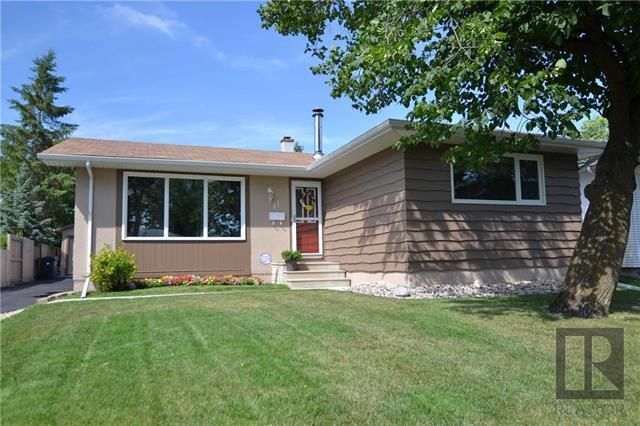 Main Photo: 11 Twain Drive in Winnipeg: Westwood Residential for sale (5G)  : MLS®# 1820610