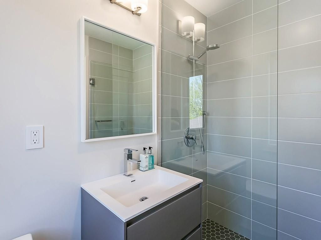Photo 28: Photos: 2226 COURTLAND Drive in Burlington: Residential for sale : MLS®# H4062761