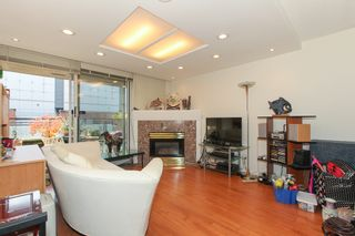 Photo 4: 313 555 Abbott St in Vancouver: Downtown VE Condo for sale (Vancouver East)  : MLS®# V1097912