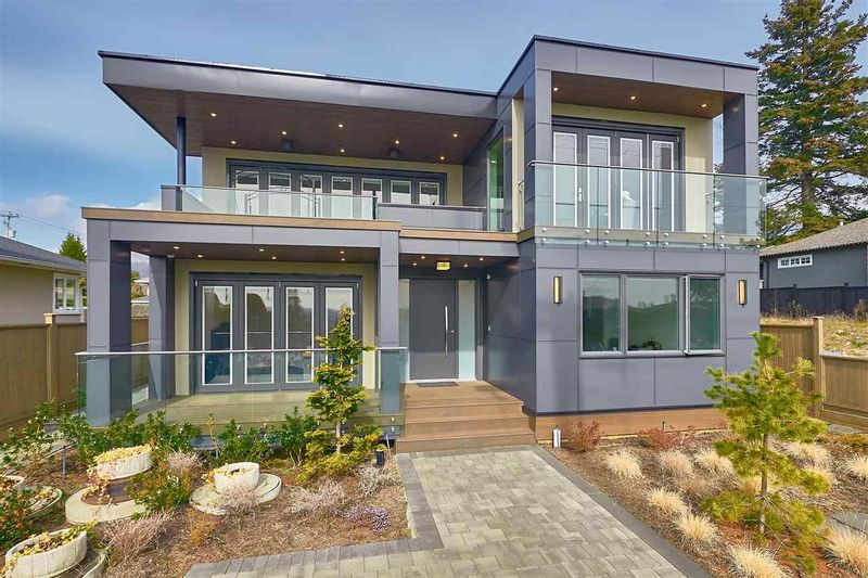 FEATURED LISTING: 712 KEITH Road East North Vancouver