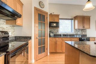 Photo 8: 59 Northport Bay in Winnipeg: Royalwood Single Family Detached for sale (2J)  : MLS®# 202011321