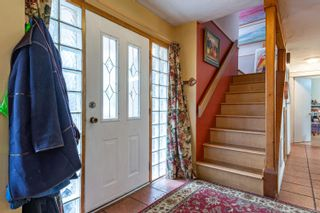 Photo 2: 4664 Gail Cres in : CV Courtenay North House for sale (Comox Valley)  : MLS®# 871950