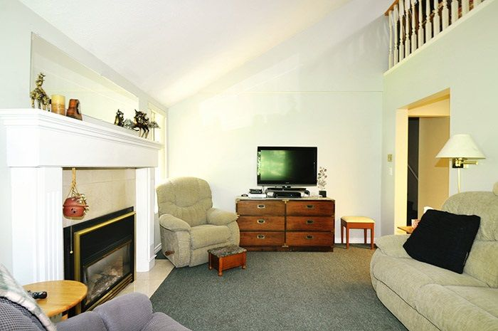 """Photo 3: Photos: 212 11578 225 Street in Maple Ridge: East Central Condo for sale in """"THE WILLOWS"""" : MLS®# R2104486"""
