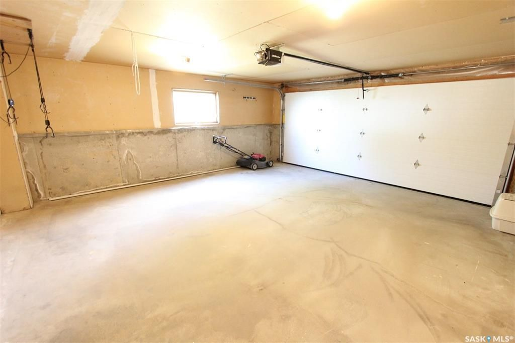 Photo 30: Photos: 233 Lorne Street West in Swift Current: North West Residential for sale : MLS®# SK825782