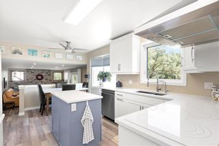 Photo 2: 43 Donald Road in St Andrews: R13 Residential for sale : MLS®# 202117115