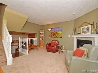 Photo 7: 1646 Myrtle Ave in VICTORIA: Vi Oaklands Row/Townhouse for sale (Victoria)  : MLS®# 701228