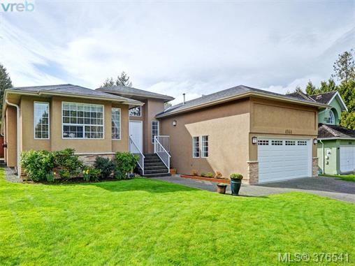 Main Photo: 4944 Haliburton Pl in VICTORIA: SE Cordova Bay House for sale (Saanich East)  : MLS®# 755988