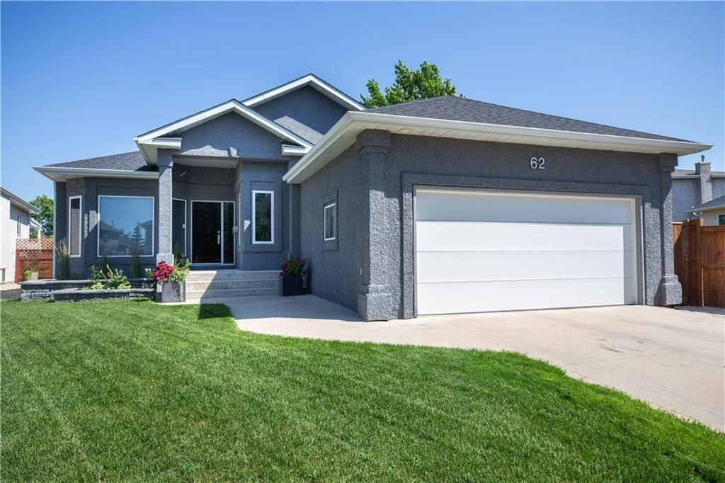Main Photo: 62 Orchard Hill Drive in Winnipeg: Royalwood Residential for sale (2J)  : MLS®# 202121739