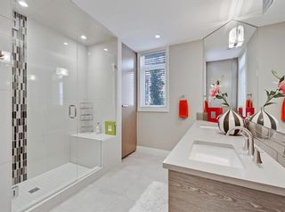 Photo 18: 1302 24 HEMLOCK Crescent SW in Calgary: Spruce Cliff Apartment for sale : MLS®# A1036982