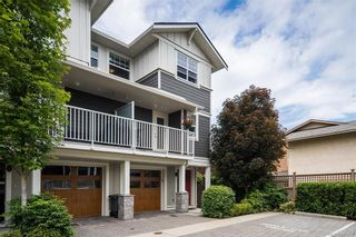 Photo 1: 10 3356 Whittier Ave in Saanich: SW Rudd Park Row/Townhouse for sale (Saanich West)  : MLS®# 841437