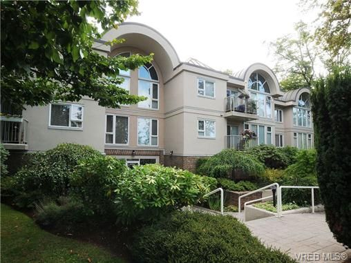 Main Photo: 201 9905 Fifth St in SIDNEY: Si Sidney North-East Condo for sale (Sidney)  : MLS®# 682484