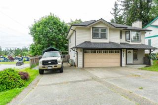 Photo 3: 4698 198C Street in Langley: Langley City House for sale : MLS®# R2463222