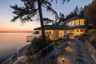 Photo 1: 11113 SUNSHINE COAST Highway in Halfmoon Bay: Halfmn Bay Secret Cv Redroofs House for sale (Sunshine Coast)  : MLS®# R2537674