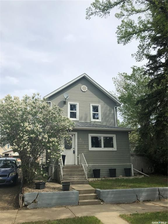 FEATURED LISTING: 830 Stadacona Street West Moose Jaw