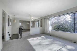 Photo 3: 5517 18 Avenue in Delta: Cliff Drive House for sale (Tsawwassen)  : MLS®# R2437948