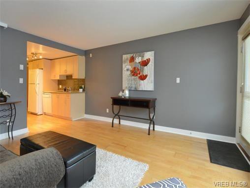 Photo 4: Photos: 201 1155 Yates St in VICTORIA: Vi Downtown Condo for sale (Victoria)  : MLS®# 750454
