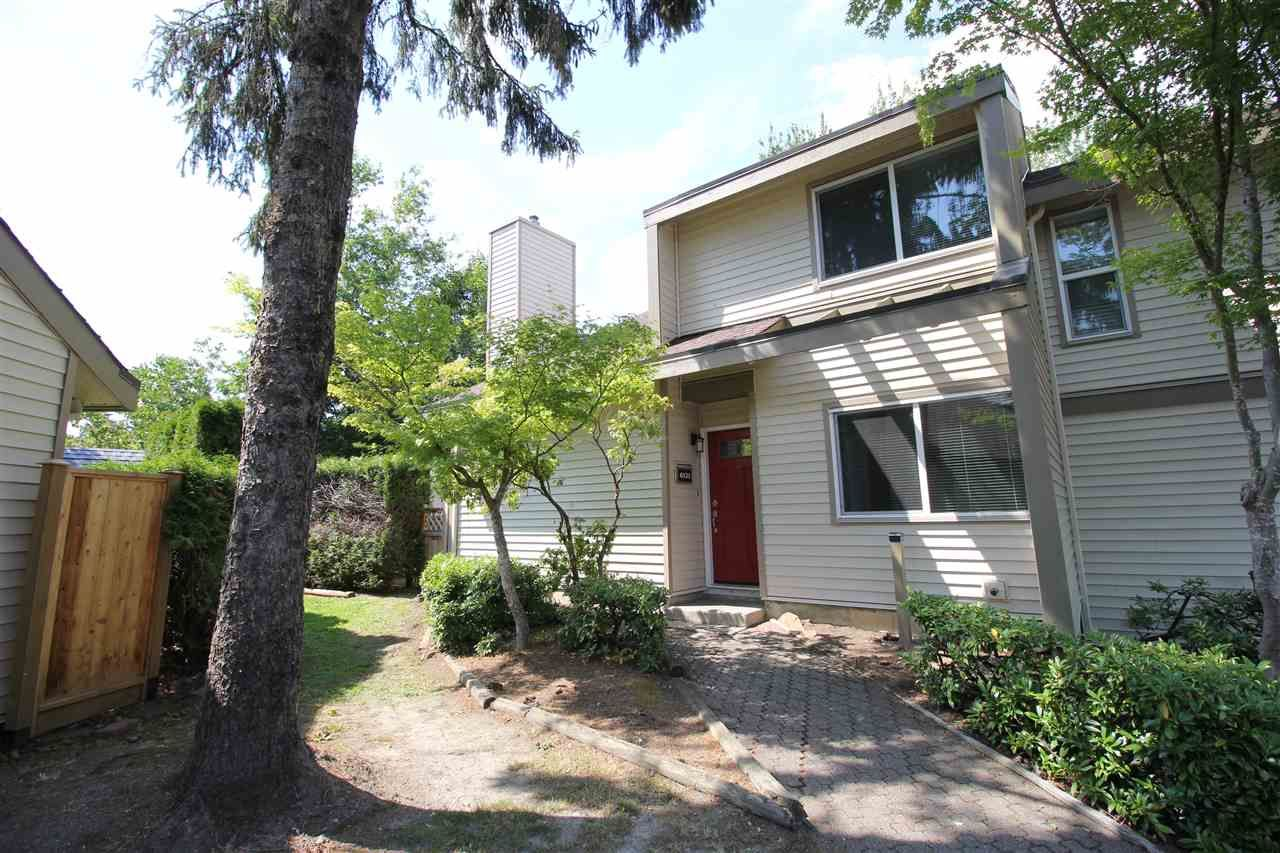 """Main Photo: 6121 W GREENSIDE Drive in Surrey: Cloverdale BC Townhouse for sale in """"Greenside Estates"""" (Cloverdale)  : MLS®# R2282415"""
