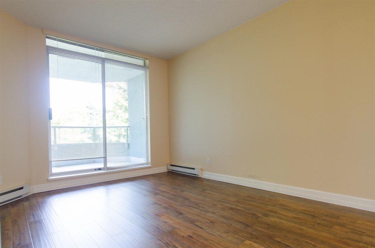 Photo 8: Photos: 304 10082 148 STREET in Surrey: Guildford Condo for sale (North Surrey)  : MLS®# R2152962