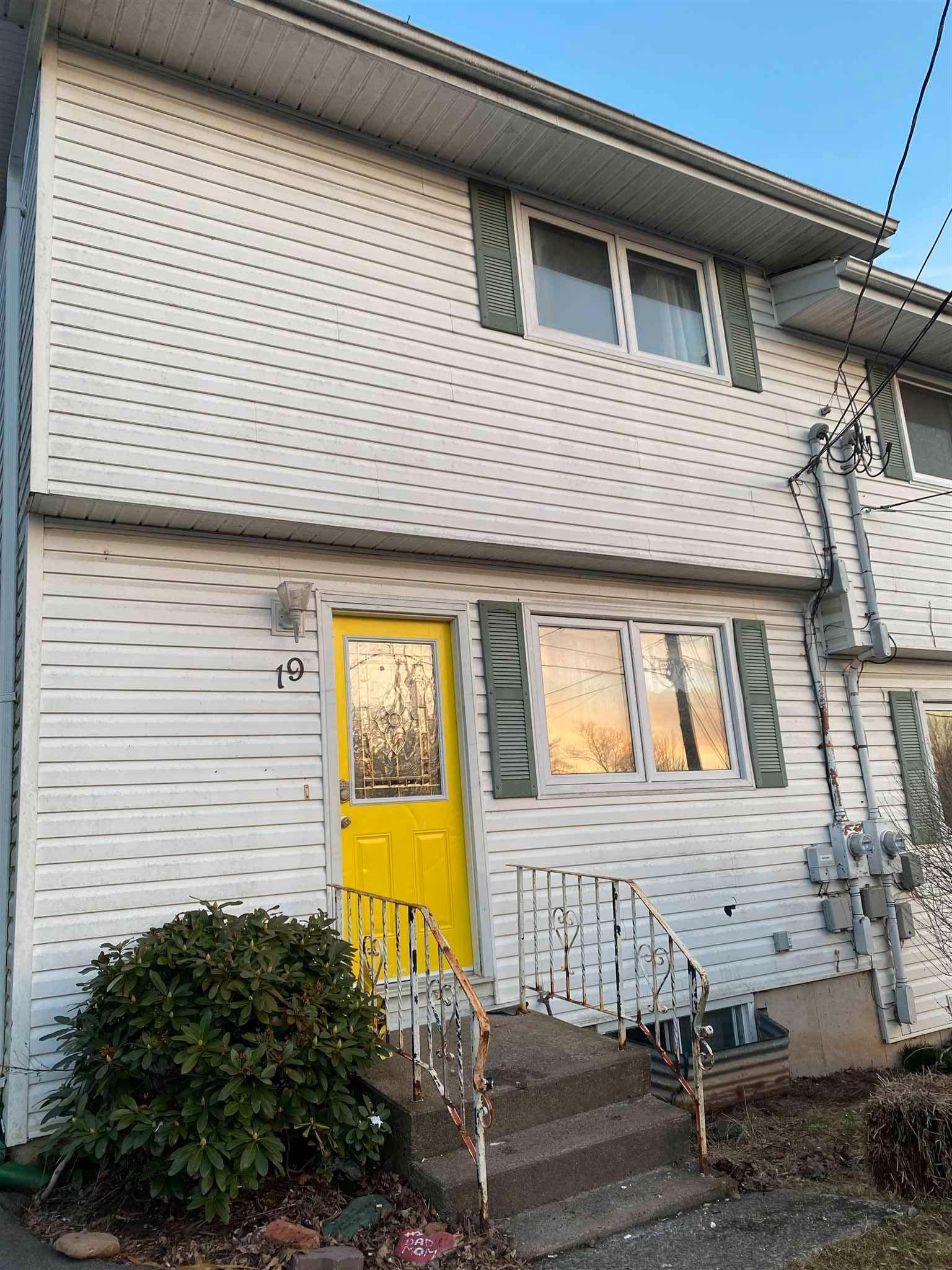 Main Photo: 19 Quaker Crescent in Lower Sackville: 25-Sackville Residential for sale (Halifax-Dartmouth)  : MLS®# 202107656