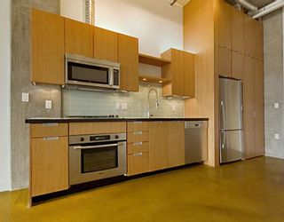 """Photo 4: 203 495 W 6TH Avenue in Vancouver: Mount Pleasant VW Condo for sale in """"LOFT 495"""" (Vancouver West)  : MLS®# V772175"""