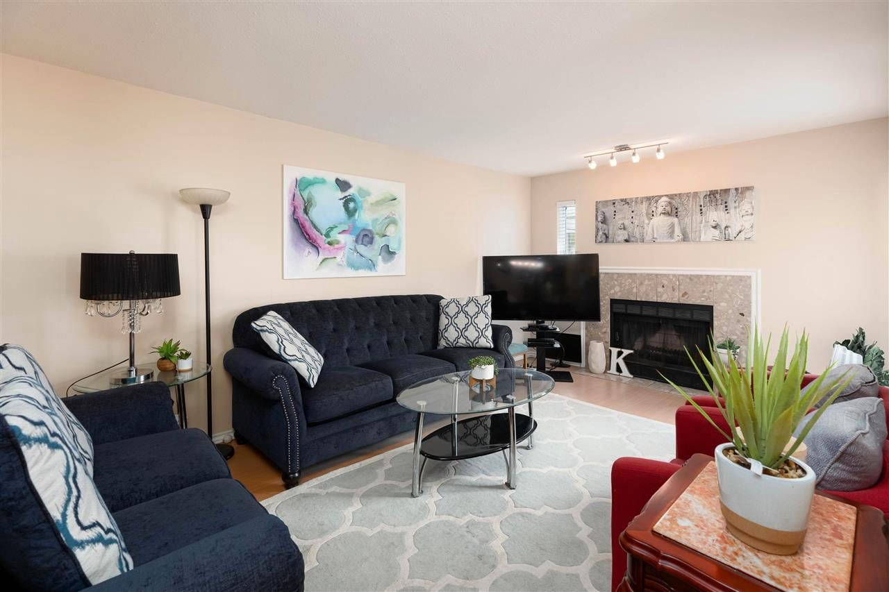 """Main Photo: 139 10091 156 Street in Surrey: Guildford Townhouse for sale in """"Guildford Park Estates"""" (North Surrey)  : MLS®# R2580983"""