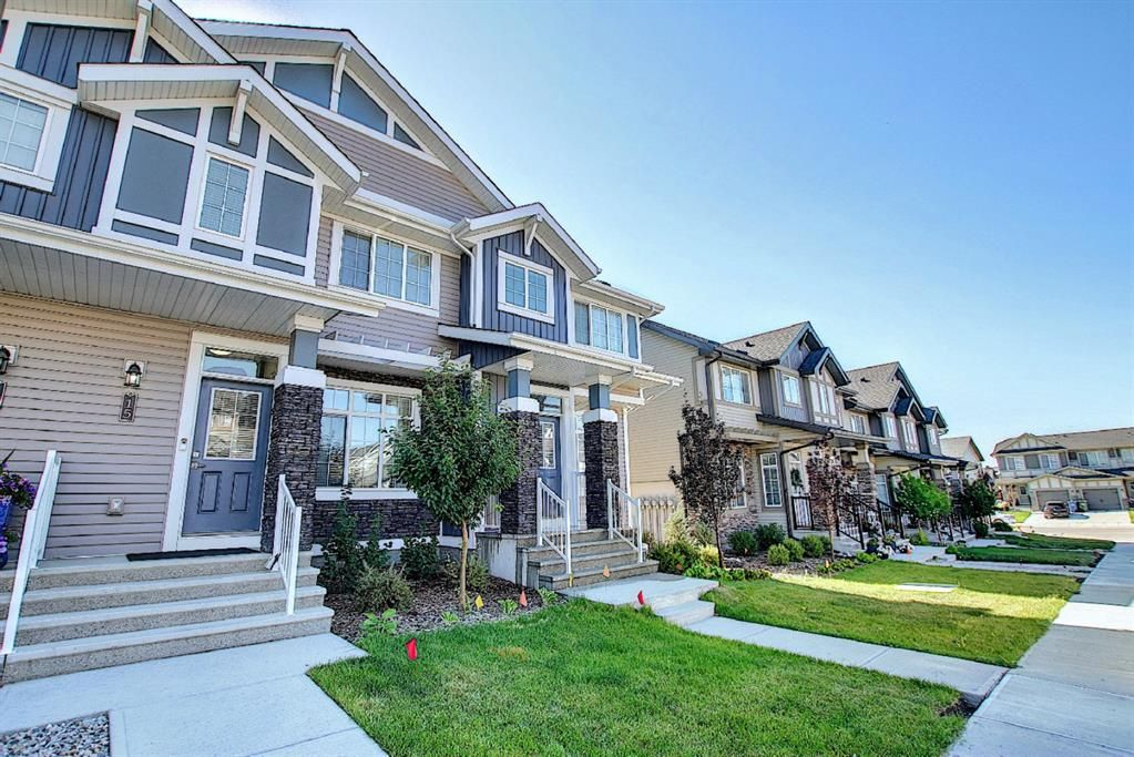 Main Photo: 15 Clydesdale Crescent: Cochrane Row/Townhouse for sale : MLS®# A1138817