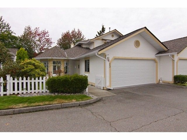 """Main Photo: 25 21138 88TH Avenue in Langley: Walnut Grove Townhouse for sale in """"Spencer Green"""" : MLS®# F1323344"""