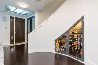 Photo 2: 505 BEACH Crescent in Vancouver: Yaletown Townhouse for sale (Vancouver West)  : MLS®# R2559849