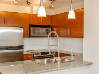 "Photo 3: 408 813 AGNES Street in New Westminster: Downtown NW Condo for sale in ""NEWS"" : MLS®# V989175"
