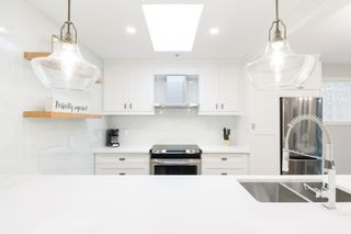 """Photo 19: 302 874 W 6TH Avenue in Vancouver: Fairview VW Condo for sale in """"Fairview"""" (Vancouver West)  : MLS®# R2566345"""