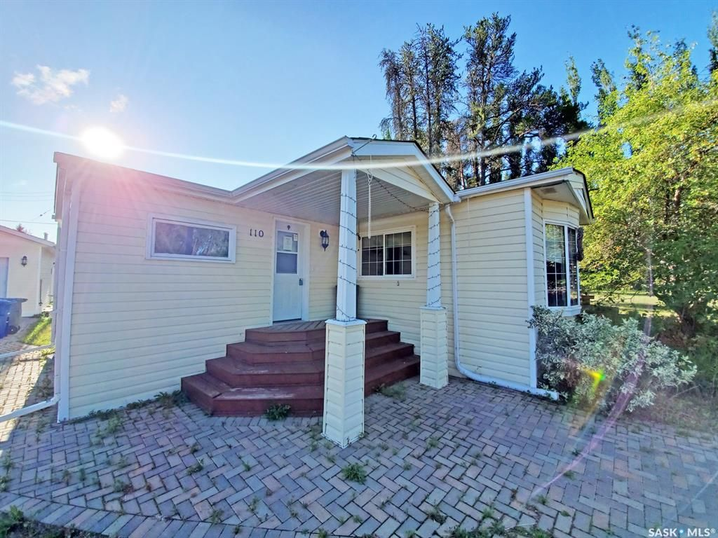 Main Photo: 110 2nd Street West in Pierceland: Residential for sale : MLS®# SK866783