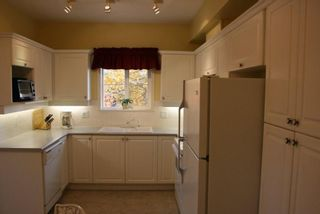 Photo 4: 203 1630 154 Street in Carlton Court: Home for sale : MLS®# F2925262