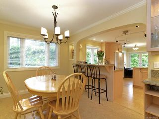 Photo 9: 7029 Wallace Dr in Central Saanich: CS Brentwood Bay House for sale : MLS®# 636075