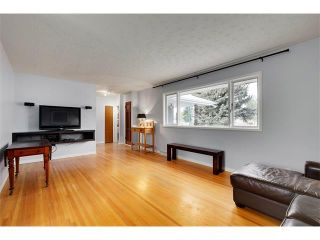 Photo 4: 4032 GROVE HILL Road SW in Calgary: Glendale House for sale : MLS®# C4088063