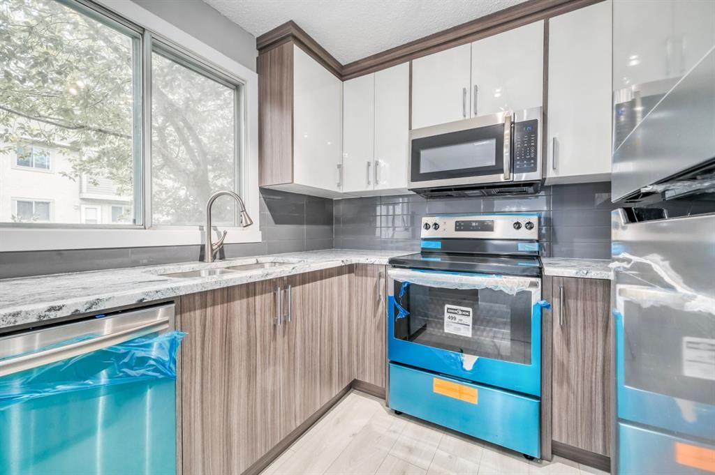 Main Photo: 129 405 64 Avenue NE in Calgary: Thorncliffe Row/Townhouse for sale : MLS®# A1037225