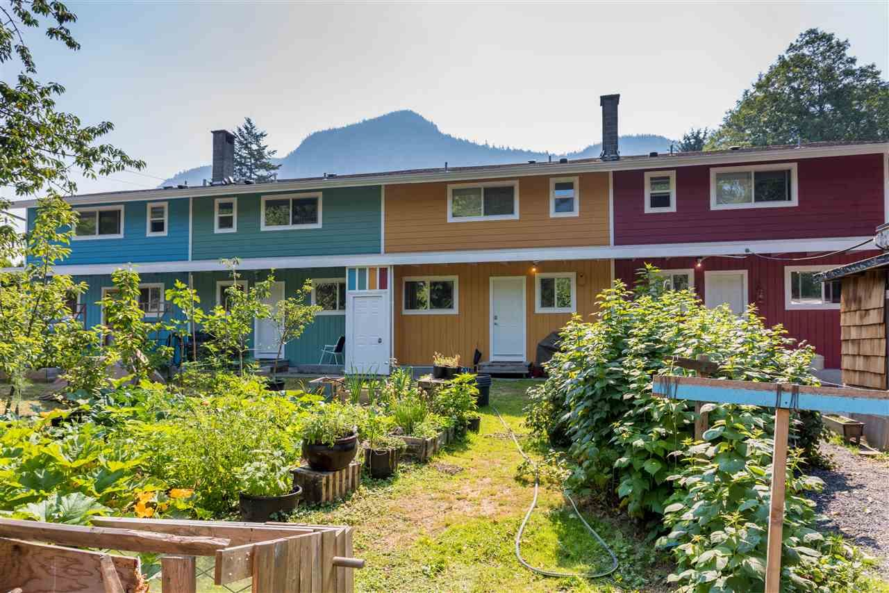 Main Photo: 37955 - 37959 WESTWAY Avenue in Squamish: Valleycliffe Fourplex for sale : MLS®# R2183084