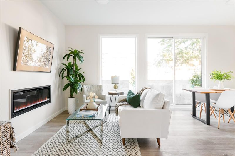 FEATURED LISTING: 205 - 815 Orono Ave