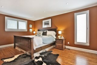 Photo 4: 1004 Runningbrook Drive in Mississauga: Applewood House (Backsplit 4) for sale : MLS®# W3287075