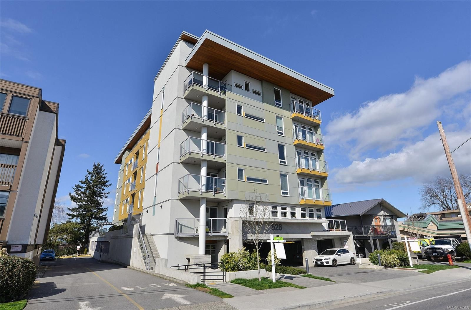 Main Photo: 401 826 Esquimalt Rd in : Es Esquimalt Condo for sale (Esquimalt)  : MLS®# 870288