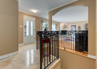 Photo 3: 425 Woodland Crescent SE in Calgary: Willow Park Detached for sale : MLS®# A1149903