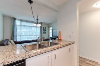 "Photo 7: 1210 438 SEYMOUR Street in Vancouver: Downtown VW Condo for sale in ""CONFERENCE PLAZA"" (Vancouver West)  : MLS®# R2346175"